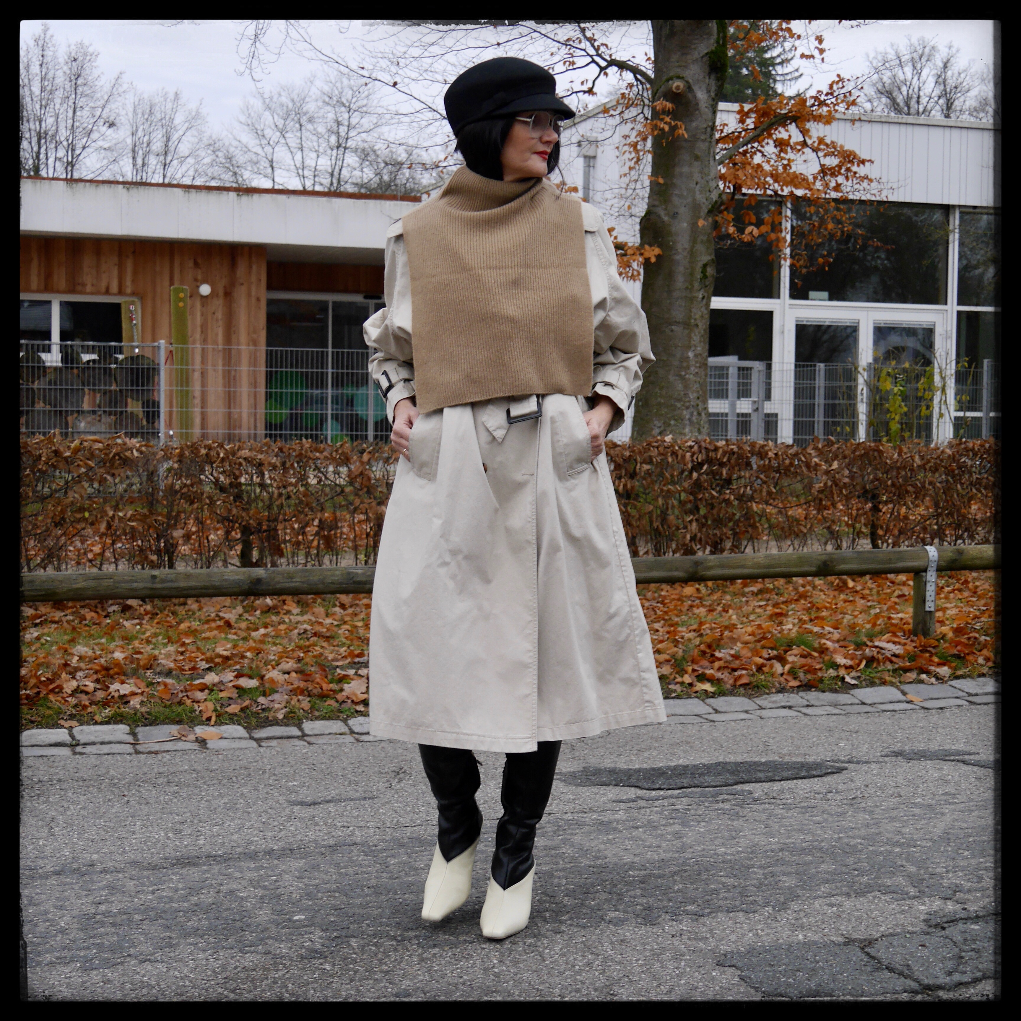 Pullunder über Trenchcoat, Mantel, Cashmere, Studio-Collection Stiefel, H&M-Studio