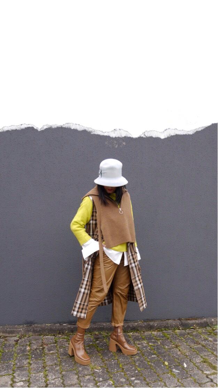 Pullunder mit Bändern und Zip, Layering-Look, Trenchcoat-Weste, Lederhose, Stella McCartney Lackboots