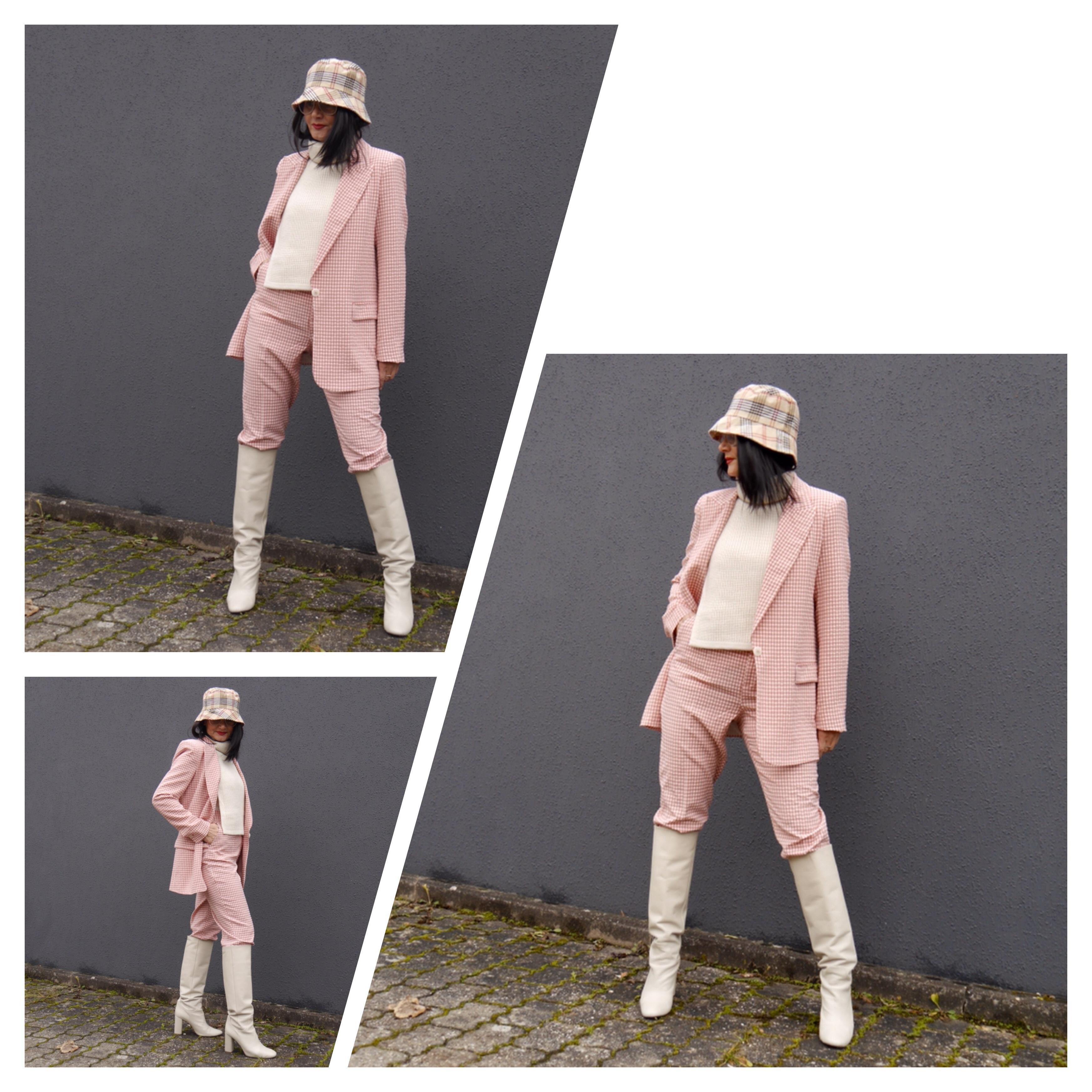 Burberry Hut, Unterziehpulli, weiße Stiefel, Pepita-Anzug