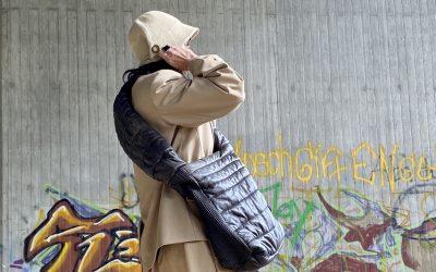 Lederjacke wird zur XXL-Bag