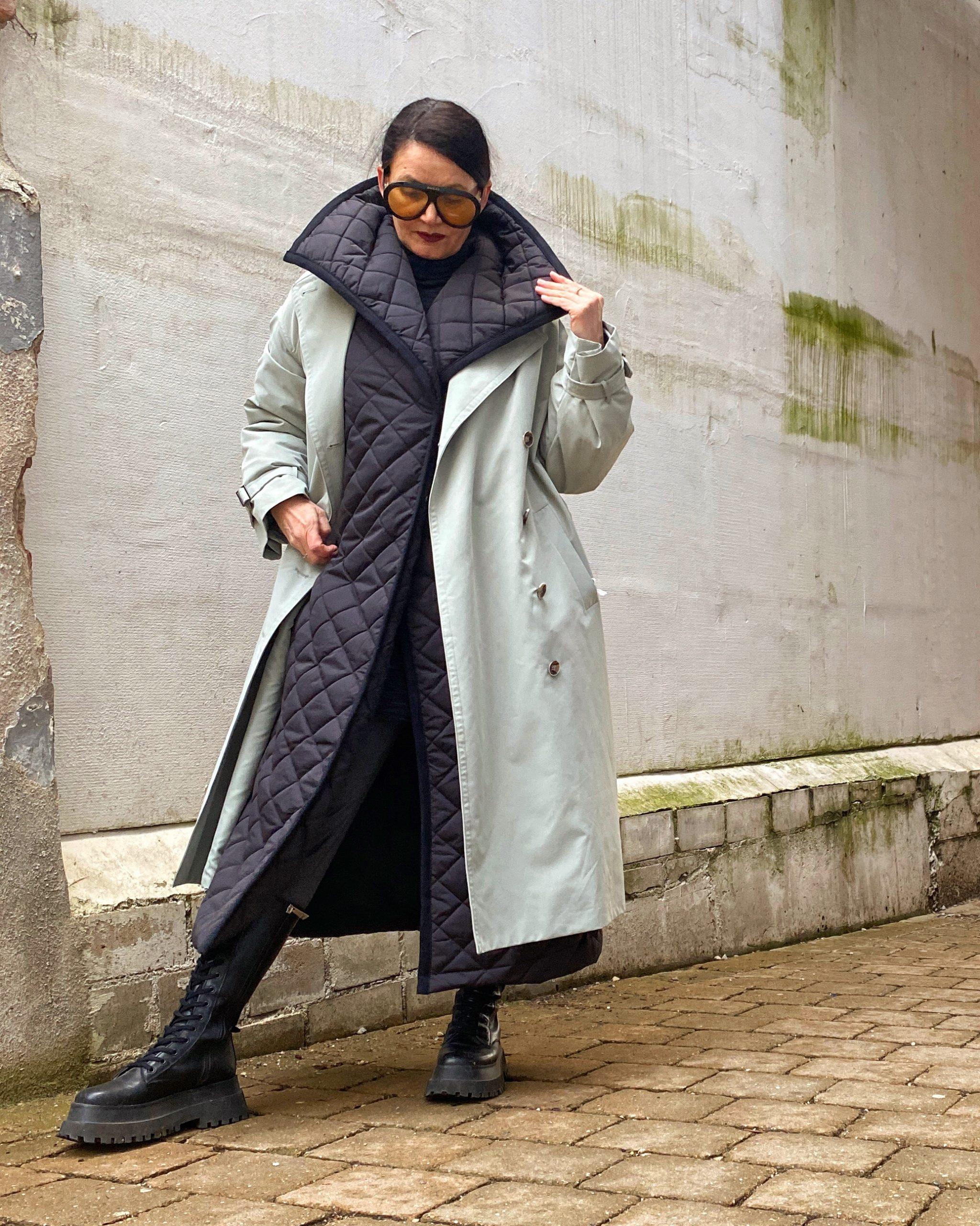 Pullunder über Caban-Jacke, Jeans-Look, Boyy-Tasche